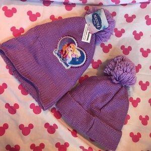 Disney Accessories - Best Friends! Sisters Bundle DISNEY Frozen Beanies